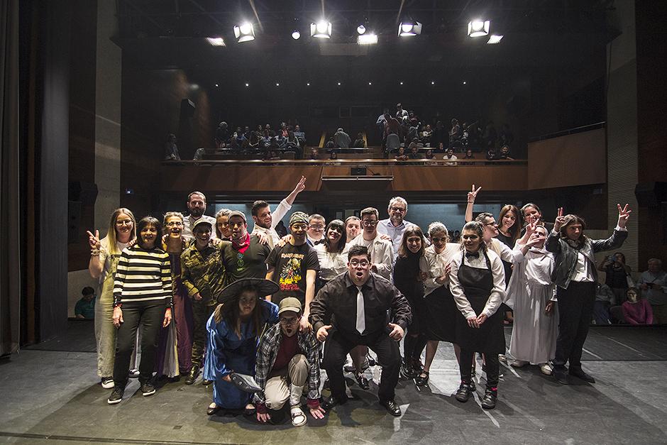 Down Compostela representa este viernes la obra 'Todos os camiños levan a Santiago' en la Casa da Cultura de Milladoiro