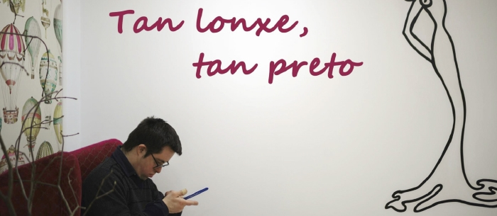 Mozos de Down Compostela, protagonistas da exposición de Fuco Reyes 'Tan lonxe, tan preto'