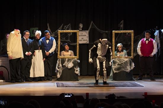 """Gran ovación para el Grupo de Teatro Down Compostela en el estreno de """"La mansión de José Cruz"""""""