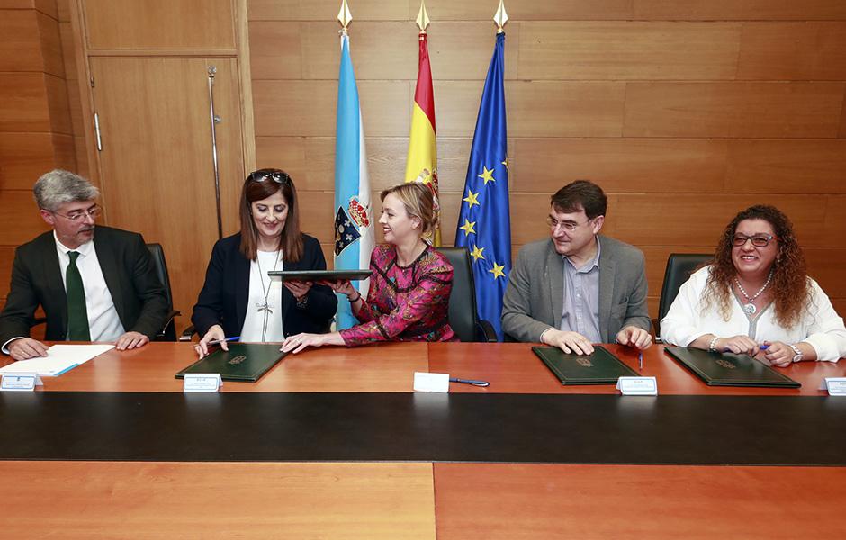 Dos jóvenes de Down Compostela harán prácticas en la Xunta tras el convenio entre Política Social y la Fundación