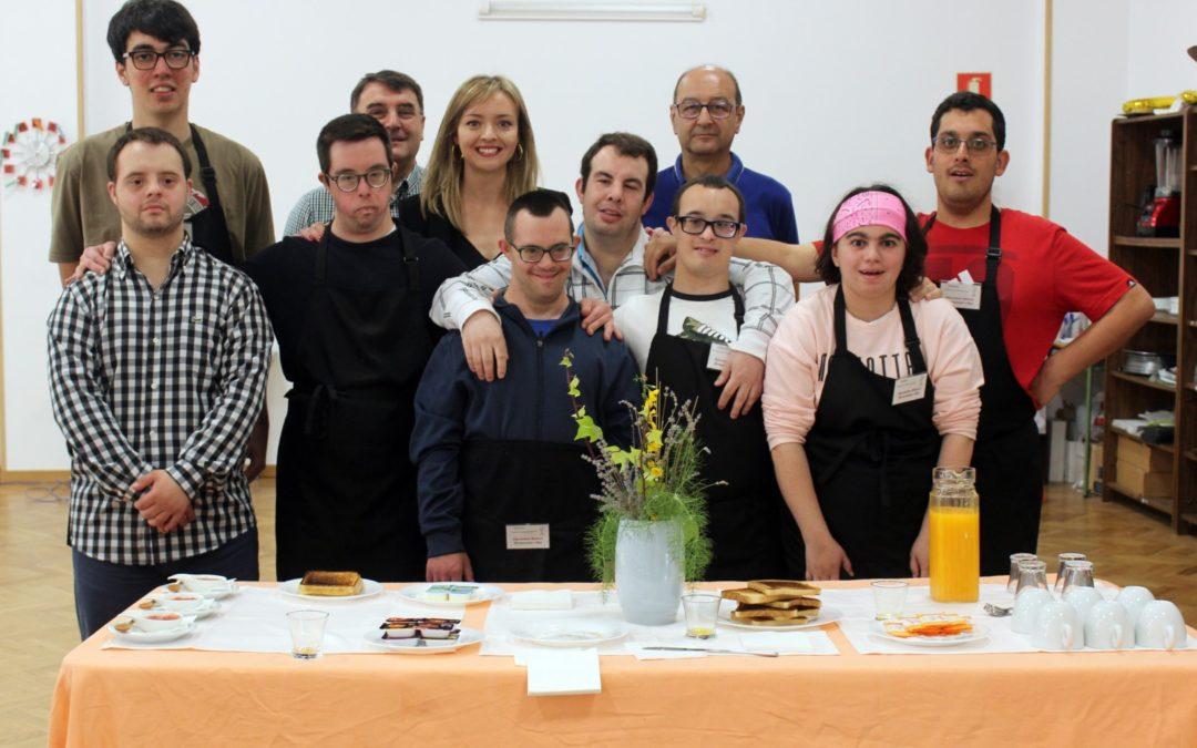La Conselleira de Política Social visita la sede de Down Compostela y Down Galicia